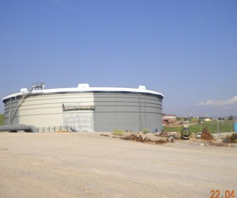 Sandblasting and painting of new storage tank at Hellenic Petroleum Thessaloniki industrial complex