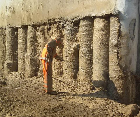Cleaning of supporting columns at Eleftheria square construction site