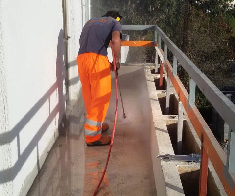 Removing polyurethane (PU) flooring