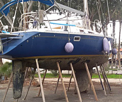 Cleaning of biofouling and removing antifouling paint layers on boat hull